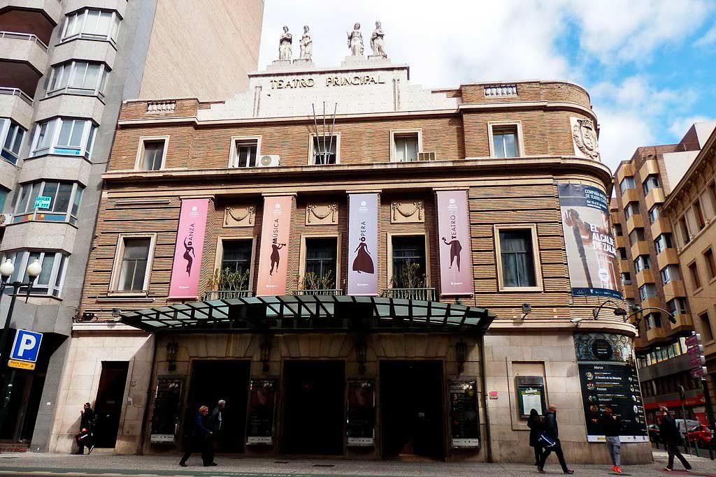 La oposición pide a Fernández que aclare si sigue adelante la presentación del manual machista en el Teatro Principal