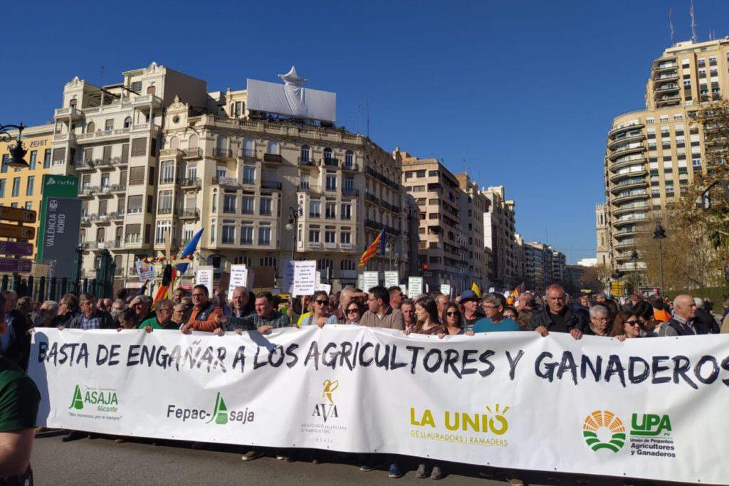 Miles de agricultores se movilizan pidiendo precios justos y exigen soluciones al Gobierno español
