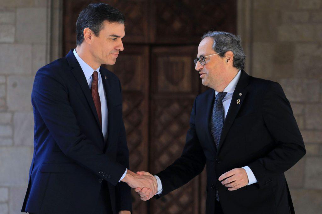 Sánchez anuncia a Torra que la mesa de diálogo entre los dos gobiernos se constituirá este mismo mes de febrero