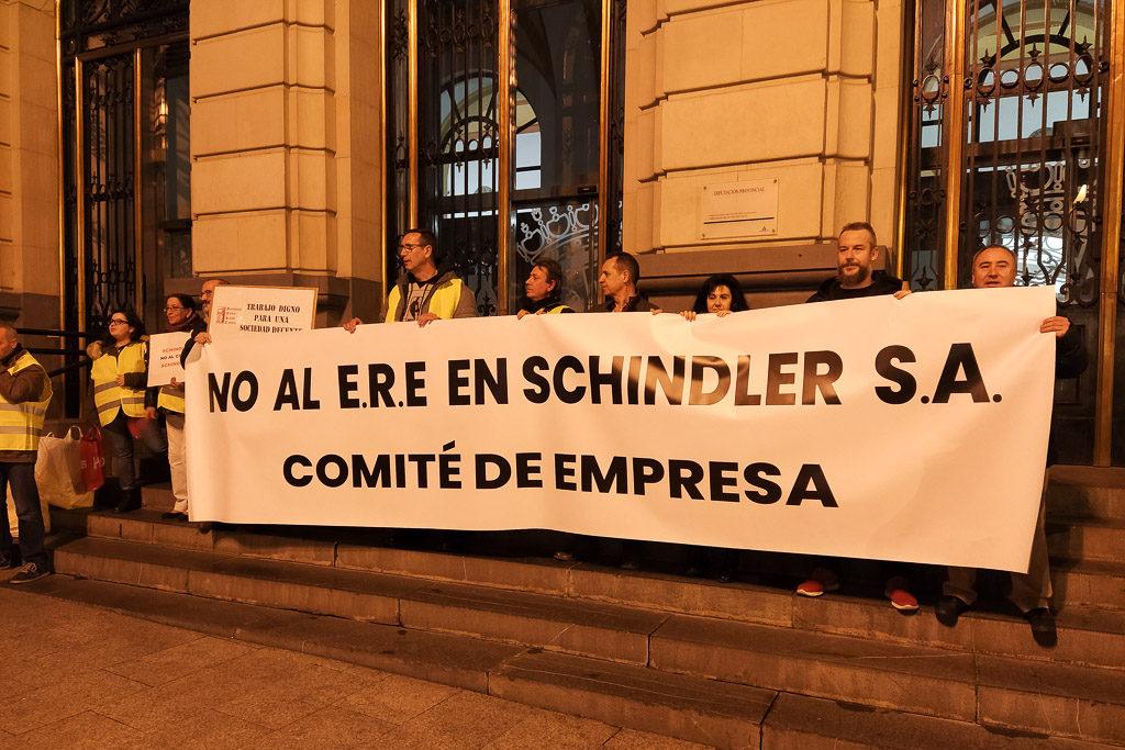 El 77% de la plantilla de Schindler acepta el preacuerdo entre comité y empresa