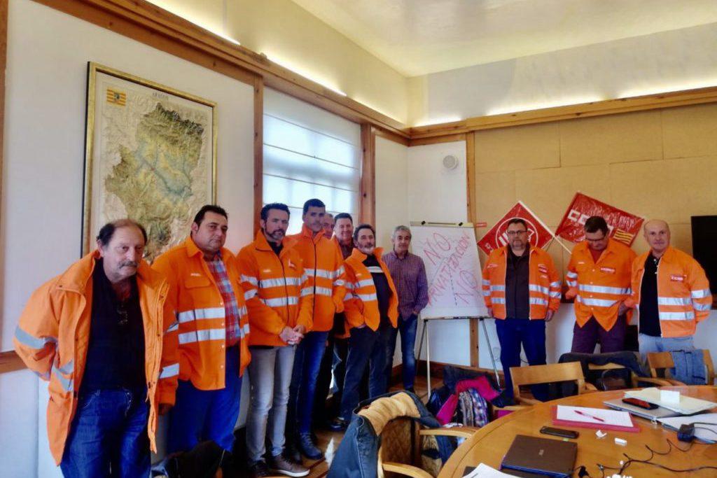 Desalojan del Pignatelli a los delegados sindicales que se habían encerrado para protestar por la «privatización encubierta» del servicio de mantenimiento de carreteras