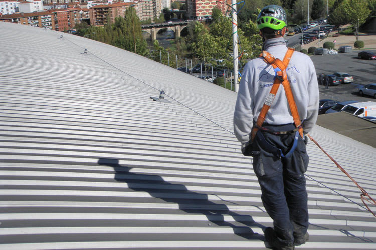 Fallece un trabajador en accidente laboral tras una caída de 15 metros en el polígono de Malpica