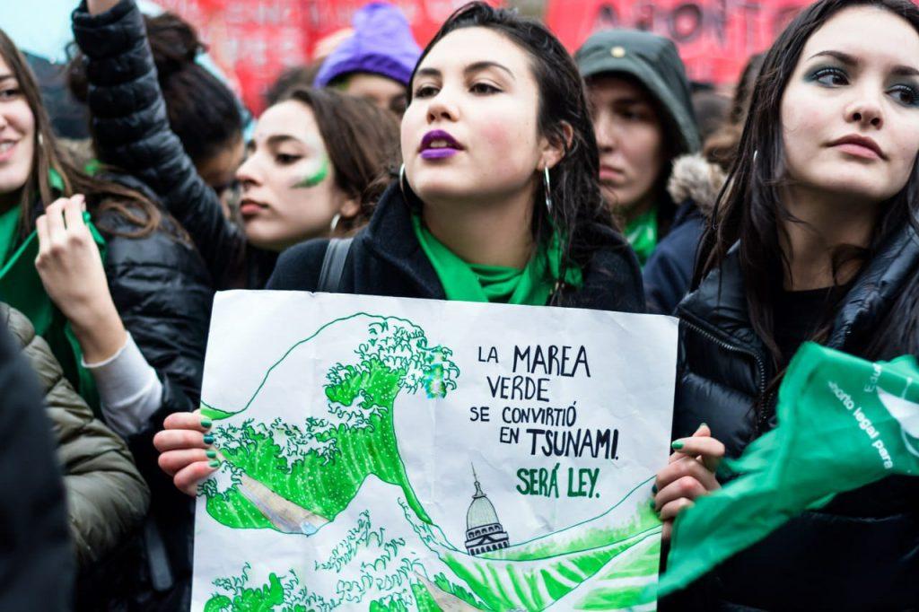 Movilizaciones del movimiento feminista argentino, la marea verde, por el derecho al aborto legal, seguro y gratuito. Foto: @CampAbortoLegal